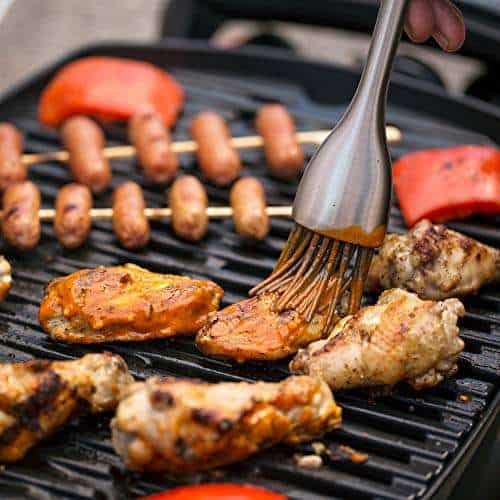 Similarities and differences between Weber Q1200 vs. Weber Q2200 Grill
